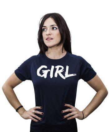 Camiseta-Feminista-GIRL-AM MODELO